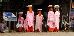 11-10-03 Myanmar (779) R01 (Nikobo3) Tags: asia myanmar burma birmania mandalay culturas color people gentes portraits retratos monjes monks social travel viajes nikon nikond200 d200 nikon7020028vrii nikobo joségarcíacobo