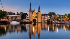 Waterpoort - Sneek (Wim Boon Fotografie) Tags: wimboon canoneos5dmarkiii canonef1635mmf4lisusm leelandscapepolariser leefilternd09softgrad sneek friesland bluehour holland nederland netherlands reflectie reflections
