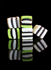 2018 Sydney: Green, Black and White (dominotic) Tags: 2017 food lolly sweets confectionery licoriceallsorts macro green black white reflection blackbackground yᑌᗰᗰy foodphotography sydney australia