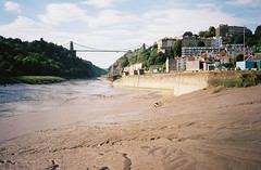 Avon Viewpoint (knautia) Tags: avonviewpoint cliftonsuspensionbridge bridge riveravon bristol england uk july 2018 film ishootfilm olympus xa2 olympusxa2 kodak kodacolor 200iso nxa2roll35 river avon mud cumberlandbasin floatingharbour lowtide