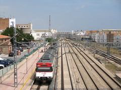 Tren de Cercanías de Renfe (Línea C-6) entrando en la Estación de SAGUNT (Valencia) (fernanchel) Tags: adif sagunt ciudades renfe spain cercanias rodalies поезд bahnhöfe railway station estacion ferrocarril tren treno train c6