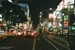 怎麼歪了   (我記得那晚我沒喝多少) ([M!chael]) Tags: nikon f3hp nikkor 5014 ai kodak ultramax400 japan hokkaido sapporo susukino manual film street night
