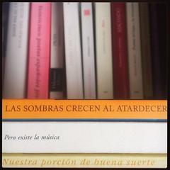 HAIKU DE ESTANTERÍA CLVII #haikusdestanteria (juanluisgx) Tags: leon spain book libro haiku estanteria haikusdeestanteria haikusdestanteria poema poem poetry poesia bookshelf