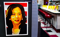 2018.07.25 Kamala Harris at Ben's Chili Bowl, Washington, DC USA 05265