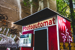 Photoautomat 5 (justingreen19) Tags: berlin europe germany photoausgabe selfie street analog architecture booth city coinoperated iconic justingreen19 lettering mono passportphoto photo photobooth photoautomat photographiere photography portrait reconditioned red retro sign signage suburbs typeface