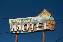 20180706_20034 (Tom Spaulding) Tags: homesteadmotel signage vintage old neon sign sanluisobispo usroute101 ca california highway101 ca1