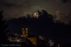 LUNA EN LA SENIA (juan carlos luna monfort) Tags: luna campanario nubes nocturna pueblo montsia tarragona nikond7200 sigma150500 calma paz tranquilidad