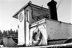 Tugboat (bac1967) Tags: leicaiiif leicarangefinder leica leitz summitar5cmf2 summitar summitarlens panatomicx kodak kodakpanatomicx kodakfilm beerenol beerol beer pabstblueribbonbeer pabst oregon or blackandwhite blackandwhitefilm blackwhite bw monotone monochrome black white pacificnorthwest pnw 135film 35mmfilm reedsport reedsportor tugboat boat ship lifering decay weathered maritime