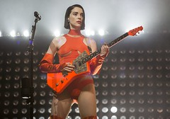 "St Vincent - VIDA Festival 2018 - Viernes - 6 - M63C9399 • <a style=""font-size:0.8em;"" href=""http://www.flickr.com/photos/10290099@N07/42428163234/"" target=""_blank"">View on Flickr</a>"