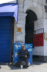 DSC_5333a Petticoat Lane Sunday Street Market London Swedeland Court EC2 EU Female Begger (photographer695) Tags: petticoat lane sunday street market london swedeland court ec2 eu female begger