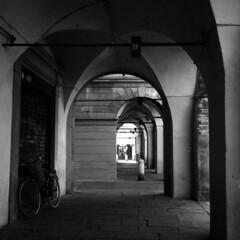 Piazza San Prospero - Reggio Emilia - May 2018 (cava961) Tags: reggioemilia analogue analogico monocromo monochrome bianconero bw 6x6 rolleiflex