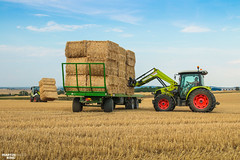 CLAAS Square Bales Team (martin_king.photo) Tags: harvest harvest2018 ernte 2018harvestseason summerwork powerfull martin king photo machines strong agricultural greatday great czechrepublic welovefarming agriculturalmachinery farm workday working modernagriculture landwirtschaft martinkingphoto moisson machine machinery field huge big sky agriculture tschechische republik power dynastyphotography lukaskralphotocz day fans work place clouds blue yellow gold golden eos country lens rural camera outdoors outdoor claasteam team posing allclaaseverything bales squarebales summer claastorion torion535 claastorion535 new neu claasatos