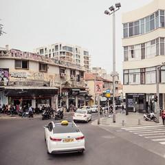 Tel Aviv // Israel (bior) Tags: telaviv israel square fujifilmxpro2 xf16mmf14 street taxi urban dirty graffiti