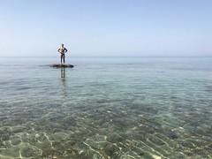 Маленький человек и #море #греция #отдых #лето #путешествие #эгейскоеморе #greece (sasha-levin12) Tags: море греция отдых лето путешествие эгейскоеморе greece