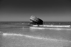 El resto de la torre - The rest of the tower (ricardocarmonafdez) Tags: huelva matalascañas playa beach sol sun sunlight contrast seashore seaside coastline seascape cielo sky mar sea atlántico océano 60d canon 1785isusm monocromo monochrome blackandwhite bn torre tower ruin