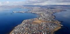 Seltjarnarnes (hó) Tags: seltjarnarnes reykjavík reykjavik city iceland sea peninsula clouds water houses aerial airplane vista may 2018