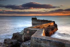 Crooked Pier (hapulcu) Tags: stmonans alba britain caledonia ecosse fife gb herbst schottland scotland uk automne autumn autunno pier sunset toamna