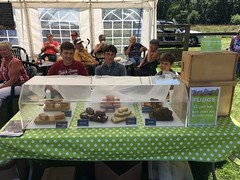 Juniors serve the fudge at Elvisham 15Jul18
