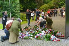 Den památky obětí komunistického režimu (13 z 18) (Liberec.cz) Tags: liberec jabloneckáulice památníkobětemkomunismu pieta pietníakt miladahoráková komunismus výročí oběti