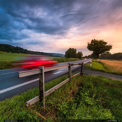Konec víkendu (jirka.zapalka) Tags: car motion square evening sunset road zelechovicenaddrevnici westside red clouds