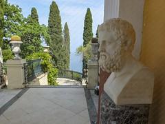 Korfoe, mei 2018 (Okke Groot - in tekst en beeld) Tags: standbeelden sculpturen achilleion korfoe borstbeelden paleizen gastouri griekenland