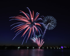 Focus pull - Bay City fireworks (TAC.Photography) Tags: focuspull fireworks baycitymi saginawriver reflections waterreflection fireworkreflections 4thjuly celebration holiday tacphotography tomclarknet