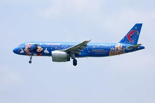 China Eastern A320 B-6635 in Disneyland c/s landing PVG/ZSPD