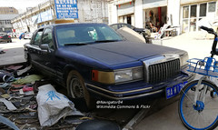 Lincoln Town Car II 01 China 2018-03-20 (NavDam84) Tags: lincoln towncar lincolntowncar sedan carsinzhengzhou carsinchina vehiclesinzhengzhou vehiclesinchina