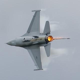 F-16 Turn And Burn