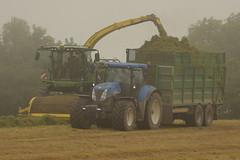 John Deere 8600 SPFH filling a Broughan Engineering Mega HiSpeed Trailer drawn by a New Holland T7060 Tractor (Shane Casey CK25) Tags: john deere 8600 spfh filling broughan engineering mega hispeed trailer drawn new holland t7060 tractor cnh nh blue green jd newholland kinsale traktor traktori trekker tracteur trator ciągnik silage silage18 silage2018 grass grass18 grass2018 winter feed fodder county cork ireland irish farm farmer farming agri agriculture contractor field ground soil earth cows cattle work working horse power horsepower hp pull pulling cut cutting crop lifting machine machinery nikon d7200 self propelled forage harvester chopper