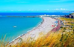 Prendre de la hauteur (Mélanie.B.) Tags: falaise océan mer france normandie dieppe hauteur plage ville toits bleu nikon d3300 tourisme