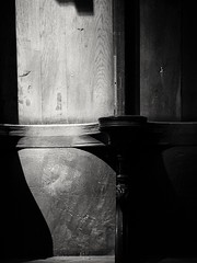 Licht 2 (Elmar Egner) Tags: light licht lichtspiel loxia2485 loxia zeiss monochrom blackandwhite skancheli church halberstadt halberstädterdom domschatzhalberstadt