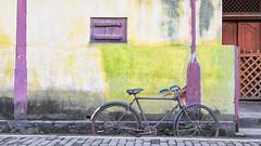 #SriLanka as seen by #ArturoNahum (Arturo Nahum) Tags: travel arturonahum dutchfortress srilanka galle facades fachadas ventanas windows vintage bicycle bicicleta architecture arquitectura