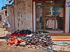 Sale (louise peters) Tags: market markt marketplace shop winkel clothes shoes slippers schoenen kleding street straat city stad capital hoofdstad stonetown zanzibar tanzania africa afrika