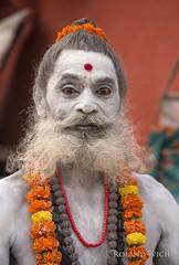Varanasi (Rolandito.) Tags: asia india inde indien varanasi benares uttar pradesh saddhu portrait white face