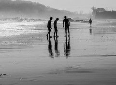 DSCN9781 (petercan2008) Tags: friend amigo playa beach low tide bajamar arena sand agua water reflect reflejo marsea santander cantabria españa spain blancoynegro
