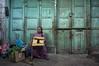 (kuuan) Tags: indonesia voigtländerheliarf4515mm manualfocus mf voigtländer15mm aspherical f4515mm superwideheliar apsc sonynex5n surabaya oldquarters street jawa eastjawa woman market