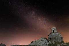 (Juan Pedro Barbadillo) Tags: milkyway víaláctea nightphotography fotografíanocturna nocturnalphotography lighthouse faro oldlighthouse faroviejo camariñas cabovilán