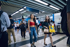 Street Scene (人間觀察) Tags: sony sonyrx0 rx0 camera compact street streetphotography photography candid city night people travelling wideopen offfinder 街拍 街道 hongkong hk kowloon 24mm 24mmf4 zeiss f4