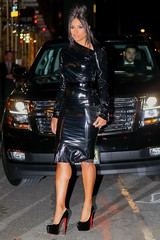 Ciara in vinyl dress (Vinyl Beauties) Tags: ciara pvc vinyl plastic dress fashion celebrities beauty style glamour sexy polyvinylchloride lack lackkleid kleid mode plastik