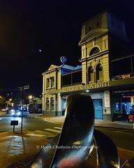 Tonight's crescent moon and Venus seen over the Oakleigh Junction Hotel #moon #crescent #oakleigh #oakleighjunctionhotel #pub #bar #lunar #nightshot #melbourne #winter #clearnight #janesweather #sky #sculpture #picoftheday #car #australia #wow_australia20 (markachatwin41) Tags: sky nightshot wowaustralia2018 winter sculpture australia clearnight oakleigh picoftheday awesome samsunggalaxys8 moon crescent bar car janesweather oakleighjunctionhotel pub melbourne lunar