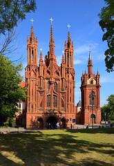 Vilnius / Church of St. Anne / Vilniaus Šv. Onos bažnyčia (Pantchoa) Tags: vilnius lituanie église sainteanne architecture façade croix reflets ciel bleu briques églisesainteanne napoléon