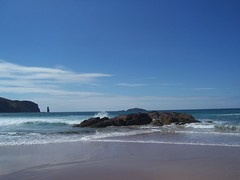 Sandwood Beach, North West Sutherland, July 2018 (allanmaciver) Tags: sandwood am buachaille herdsman guard sea stack waves low view blue sky warm weather good breeze sand shore walk enjoy scotland north west sutherland coastline story mystery allanmaciver