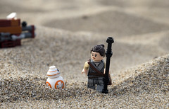 somewhere in jaaku (bricklegowars) Tags: rey bb8 jakku toyphotograpy lego legostarwars toy theforceawakens