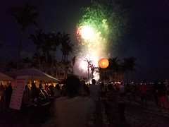 Fireworks from the beach at the Casa Marina (the queen of subtle) Tags: summer 2018 keywest casamarina fireworks independenceday