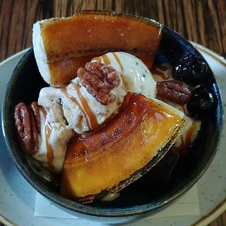 #brûléed #banana #icecream #brownie #caramelsauce #candiedpecans #bananasplit #sundae #dessert #bruleedbananas #restaurant #seattle #greenwood #steakhouse