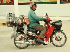 dim sum vendor (the foreign photographer - ฝรั่งถ่) Tags: dim sum vendor motorcycle khlong thanon portraits bangkhen bangkok thailand canon kiss