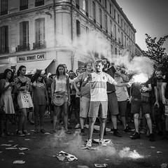 Selfie au fumigène...... (New Delhices) Tags: france avignon fête célébration coupedumonde2018 fumigène