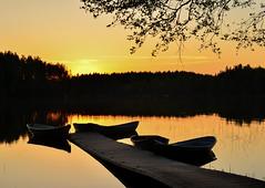 Lake Valkjärvi (Villikko) Tags: finland summer kesä sunset auringonlasku lake järvi valkjärvi night yö ilta evening boat vene boats