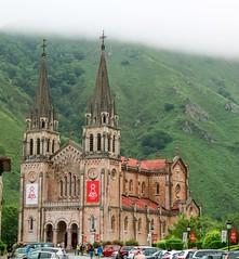 SANTUARIO DE COVADONGA (JuanCarlossony) Tags: montaña niebla covadonga santuario virgen iglesia catedral sony slta58 a58 70300mm tamron